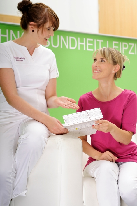 Zahnarztpraxis Dr. Jana Schutte I Zähnärztin Frau Theresa König ud ZAH Diana Riedel