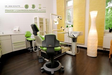 Praxis für Zahngesundheit Dr. med. dent. Jana Schutte I Behandlung